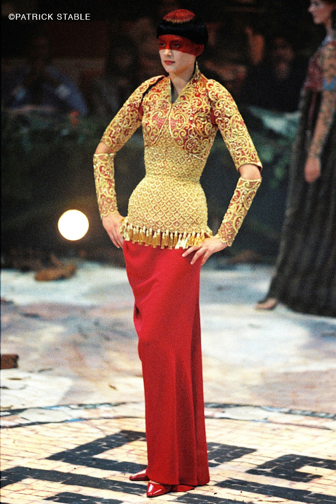 Hubert Barrere corset and embroidery for Givenchy Haute Couture by Alexander Mc Queen